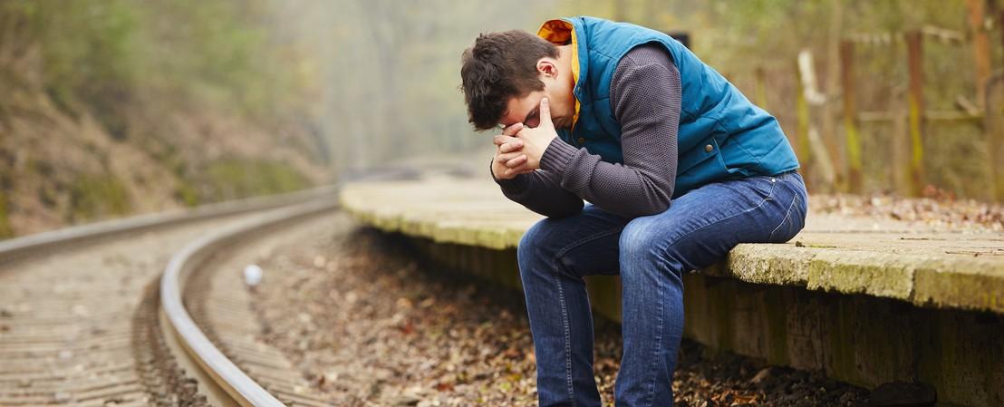 Prions pour les personnes qui souffrent du rejet... Homme-abandon-pdj