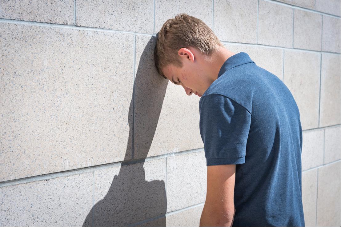 Le SUICIDE : Un fléau mondial ! Prions pour les jeunes et moins jeunes - Page 3 Jeune_depressif-1