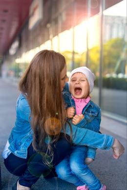 Mon enfant hurle en public