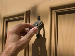 Résultats de recherche d'images pour «quelqu'un frappe à la porte»