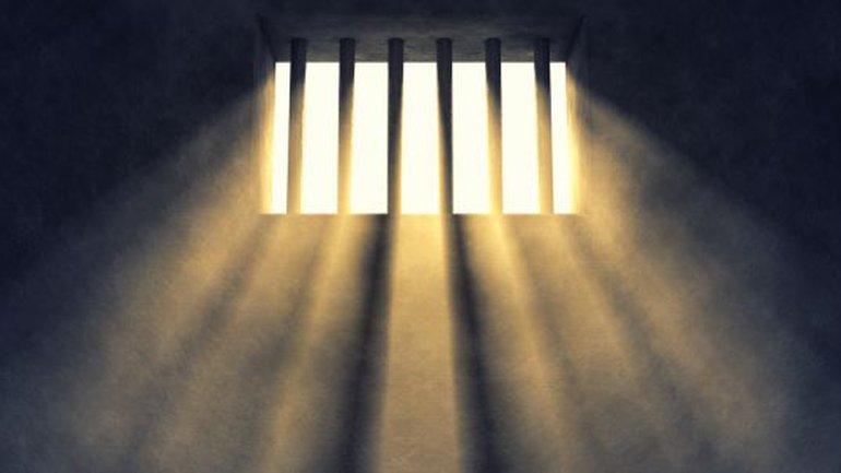 Il secoue les murs de votre prison