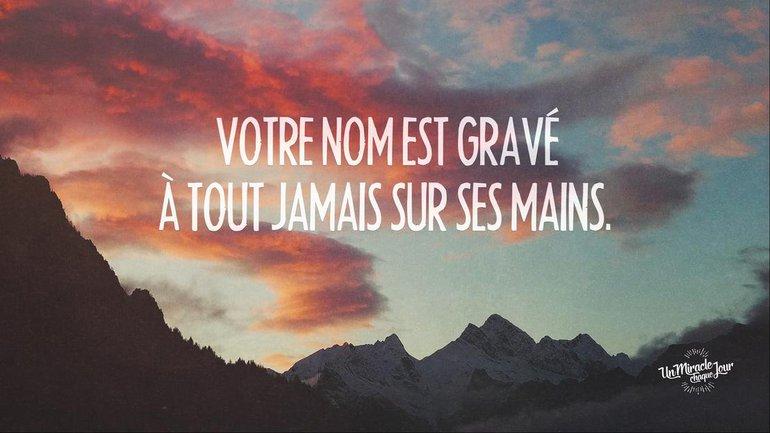 Votre nom est gravé sur ses mains ! 👐