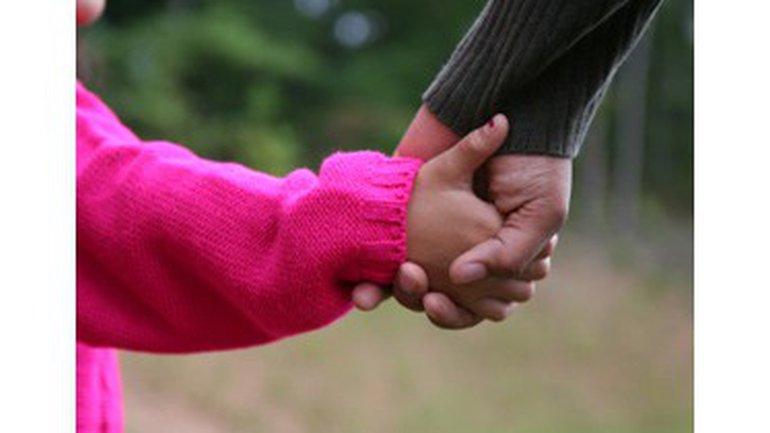 Nous les jeunes, en pleine fréquentation, avons-nous le droit de nous embrasser?
