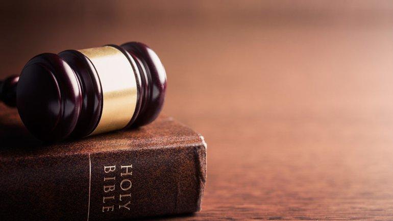 Un chrétien peut-il faire un procès ?