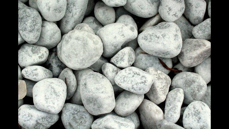 Que celui qui n'a jamais péché lui jette la première pierre !
