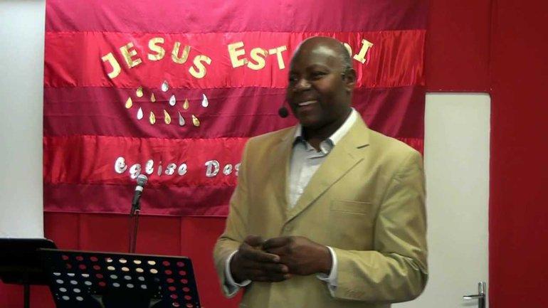 Henri Koumba - Le Nom de Jésus (1)
