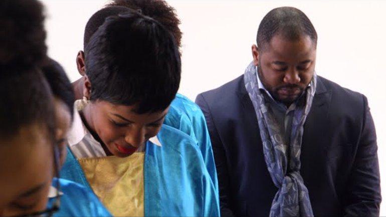 Moise Mbiye - Ta présence (clip officiel)