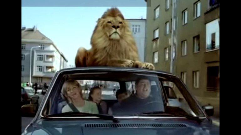Le diable est comme un lion rugissant (Détournement de pub)