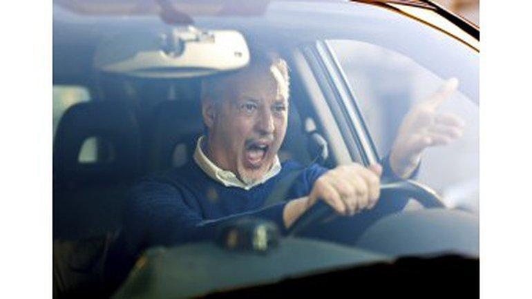 Ne touche pas à ma voiture !