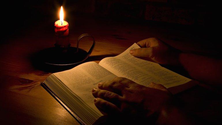 Est-ce biblique de prier pendant la nuit ?
