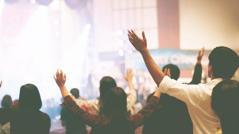 Célébrons les louanges de Dieu !