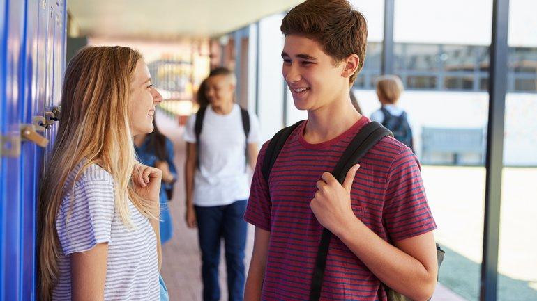 Comment gérer ses relations avec les filles quand on est ado ?