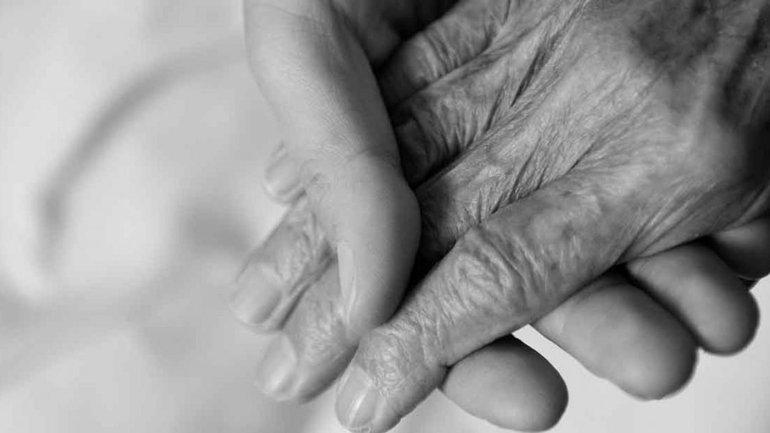 Geneva Wood, 90 ans, survit au coronavirus et témoigne