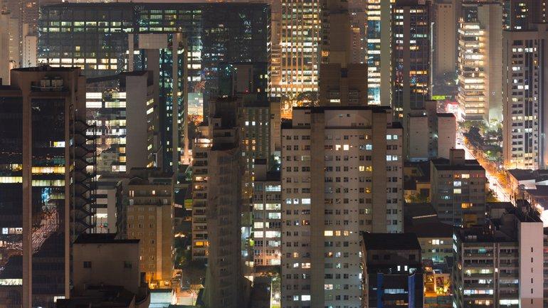 Les Brésiliens chantent leur foi depuis leurs fenêtres