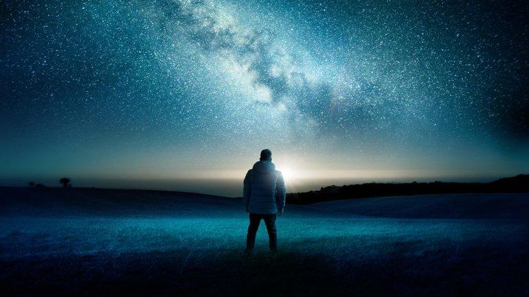 Regarder vers le ciel