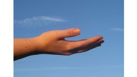 Tendre la main... et élever nos voix