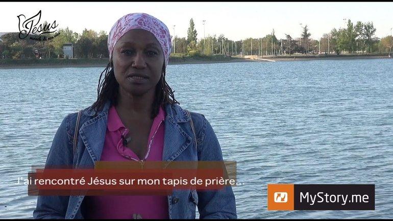 """L'histoire de Khadija : """"J'ai rencontré Jésus sur mon tapis de prière"""""""