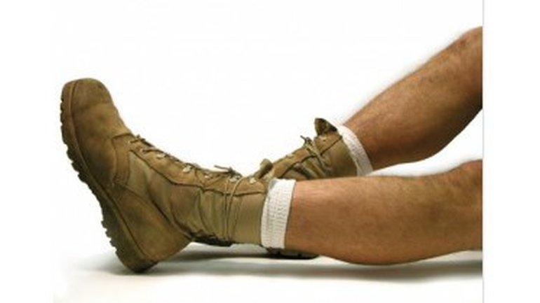 Chaussures ou pas chaussures, GLOIRE A DIEU !