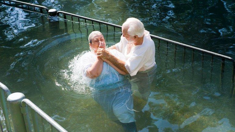 Tout chrétien peut-il en baptiser un autre ?