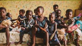 Pourquoi aider les pauvres qui vivent dans d'autres pays quand il y a tant de pauvres chez nous ?