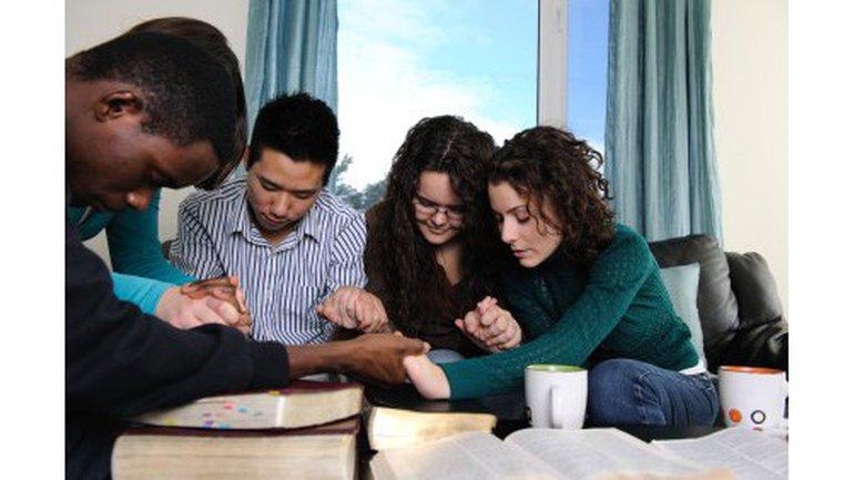 La puissance de la prière en groupe