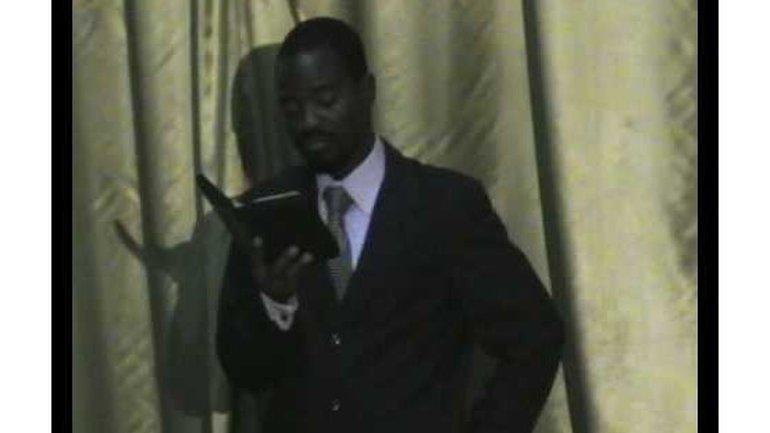 Elo Kabutu prêche à Lomé