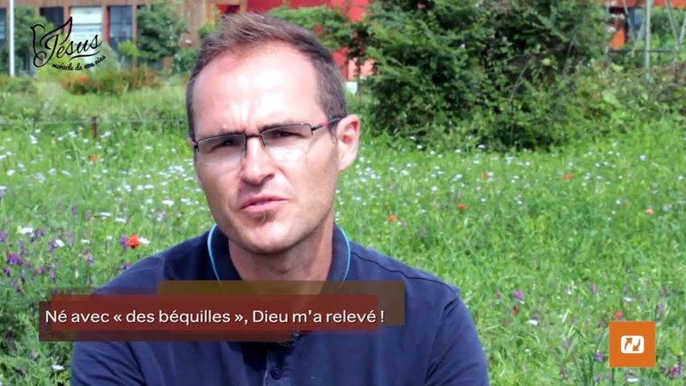 """MyStory - L'histoire de Frédéric : """"Né avec """"des béquilles"""", Dieu m'a relevé !"""""""